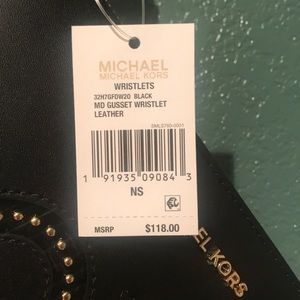MICHAEL Michael Kors Bags - MK med gusset black/gold leather wristlet